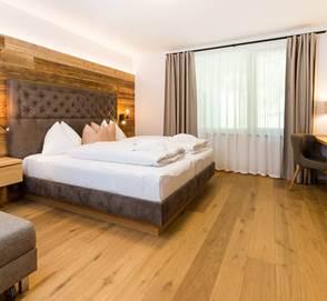 Wohn- und Schlafbereich vom Doppelzimmer Waldklang