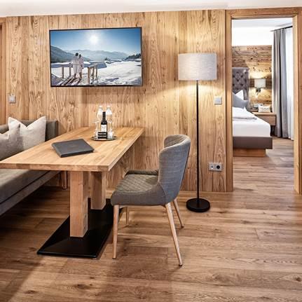 Wohnbereich der Suite Alpenzauber