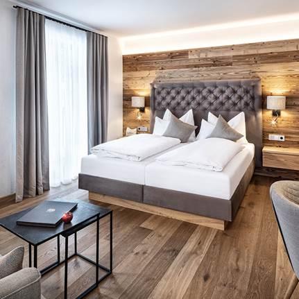Wohn- und Schlafbereich vom Doppelzimmer Alpenzauber